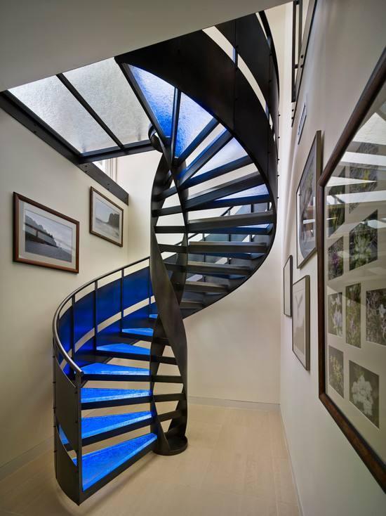 两层楼楼梯设计效果图