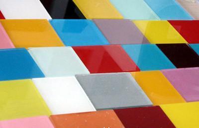 克拉玛依家装使用烤漆玻璃有哪些优缺点呢?
