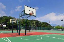 丹东篮球场地面用什么材料才不反光?