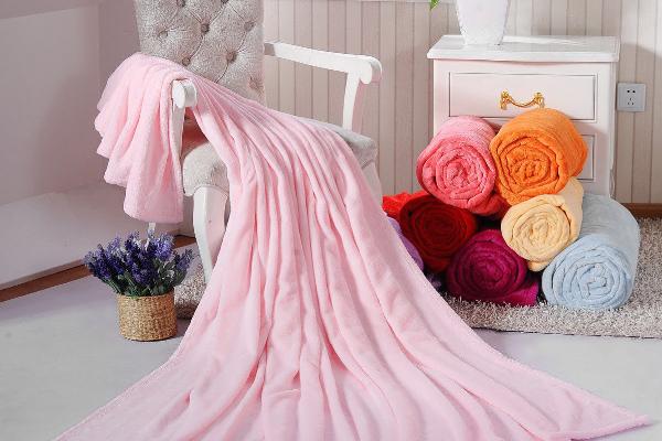 珊瑚絨毛毯是什么材質 珊瑚絨毛毯能用洗衣機洗嗎 珊瑚絨毛毯怎么清洗能夠恢復蓬松